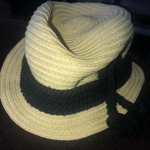 Ladies straw like hat